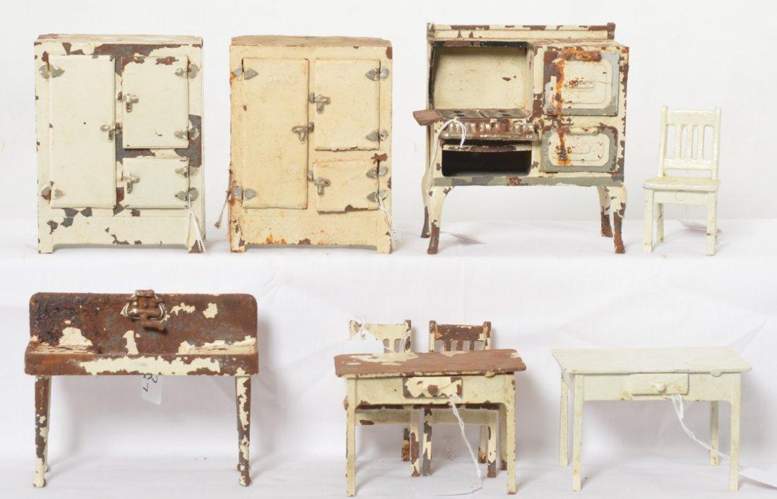 Arcade cast iron Roper, refrigerators, table, chairs...