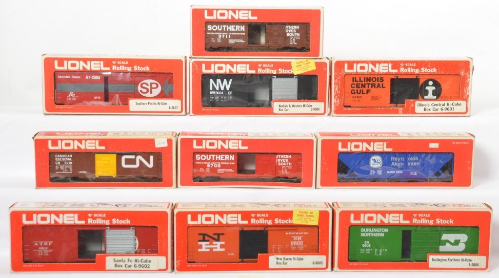 10 Lionel freight cars 9260, 9601, 9608, 9602, 9605,