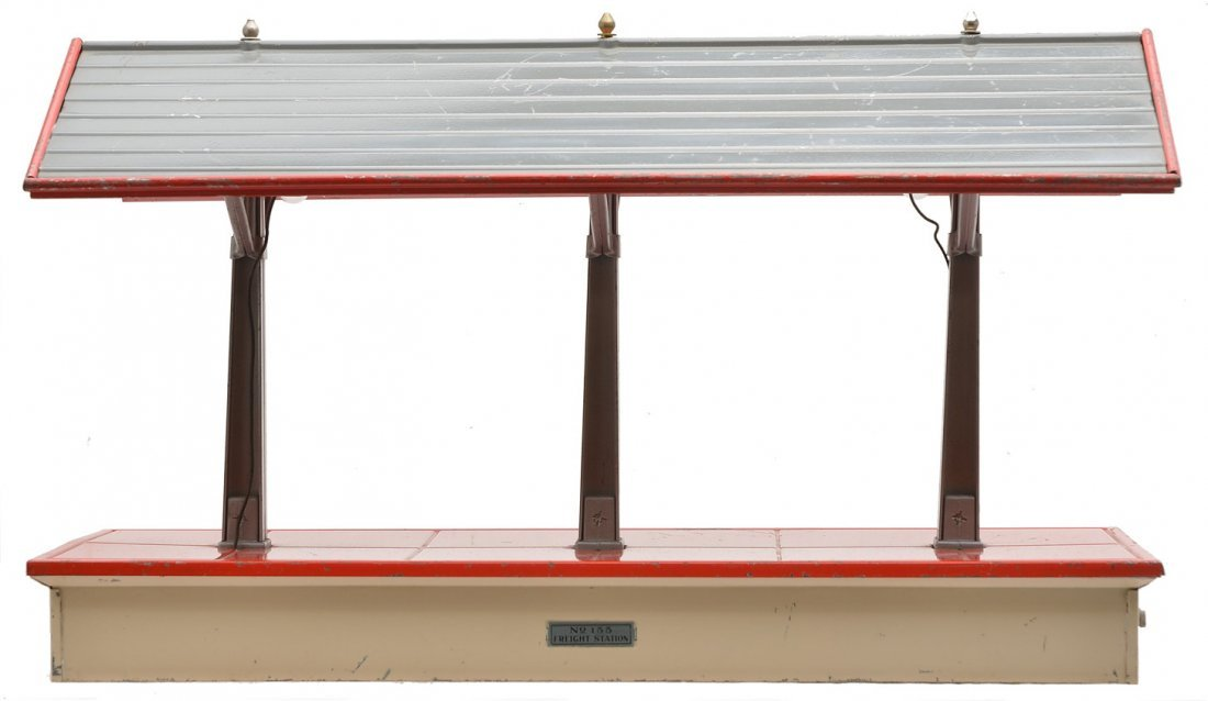 Lionel 155 Freight Shed w/White Base Red Floor