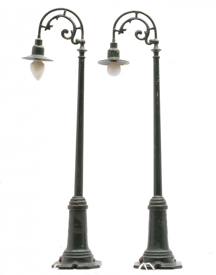 Lionel  2-61 Dark Green Gooseneck Lamp Posts