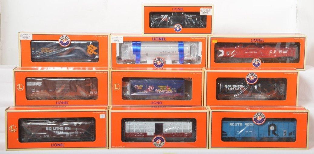 10 Lionel freight cars 17252, 27104, 17918, etc