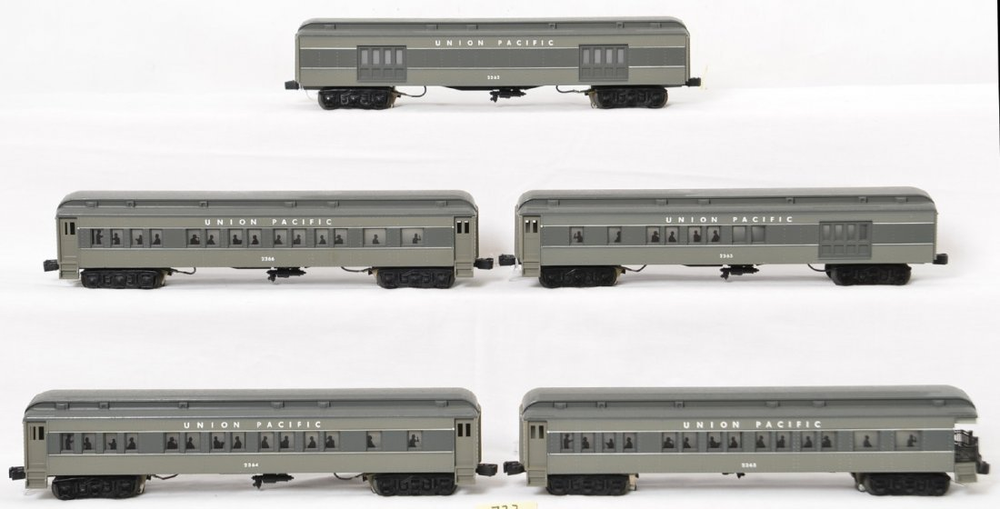 5 Williams Union Pacific passenger cars