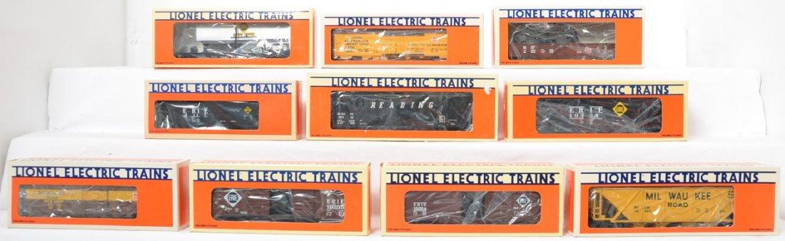 10 Lionel freight cars 19400, 6117, 19302, etc