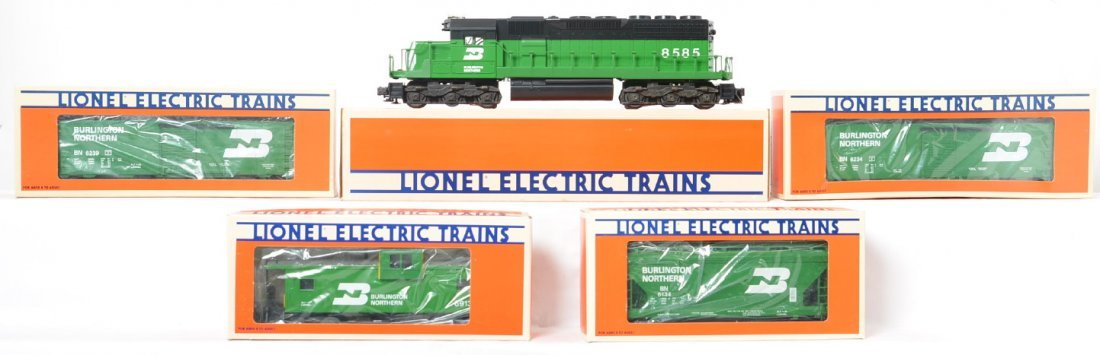 Lionel Burlington Northern SD-40 and freight cars