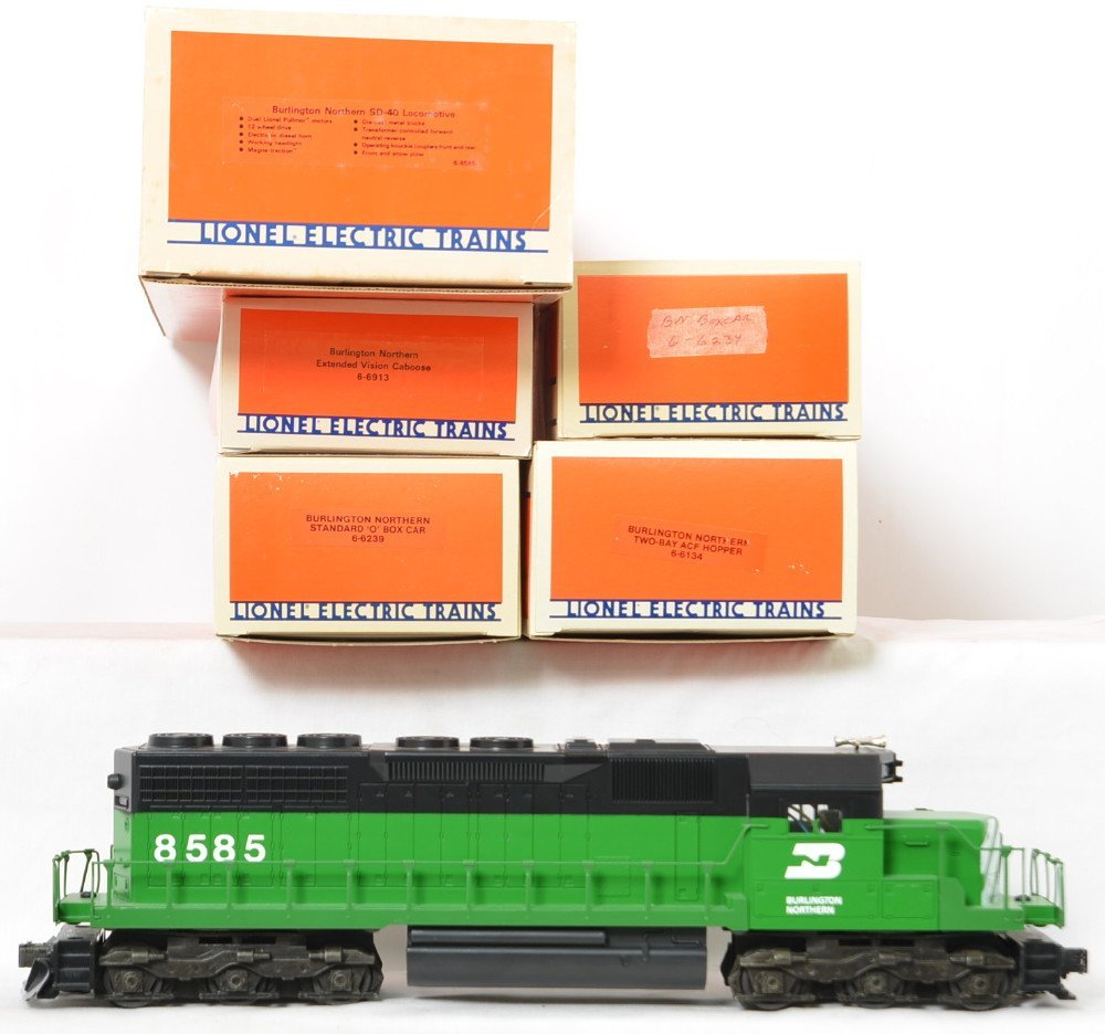 Lionel Burlington Northern SD-40 and freight cars - 2