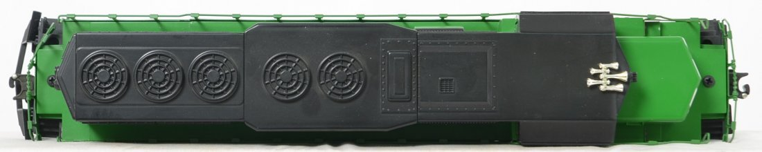 Lionel Burlington Northern SD-40 and freight cars - 3
