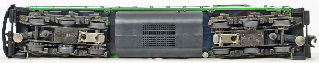 Lionel Burlington Northern SD-40 and freight cars - 4