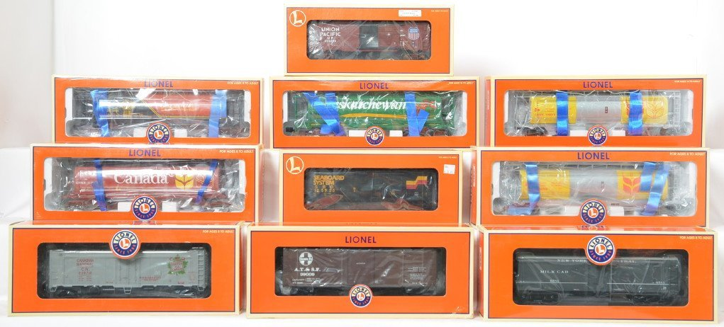 10 Lionel hoppers and freight cars 17188, 17189, 27425,