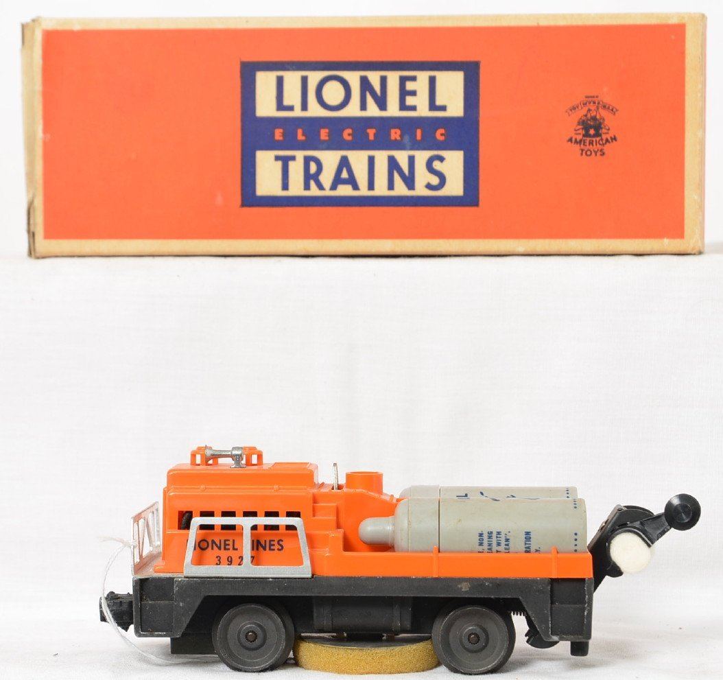 Lionel Postwar O gauge 3927 track cleaning car in OB