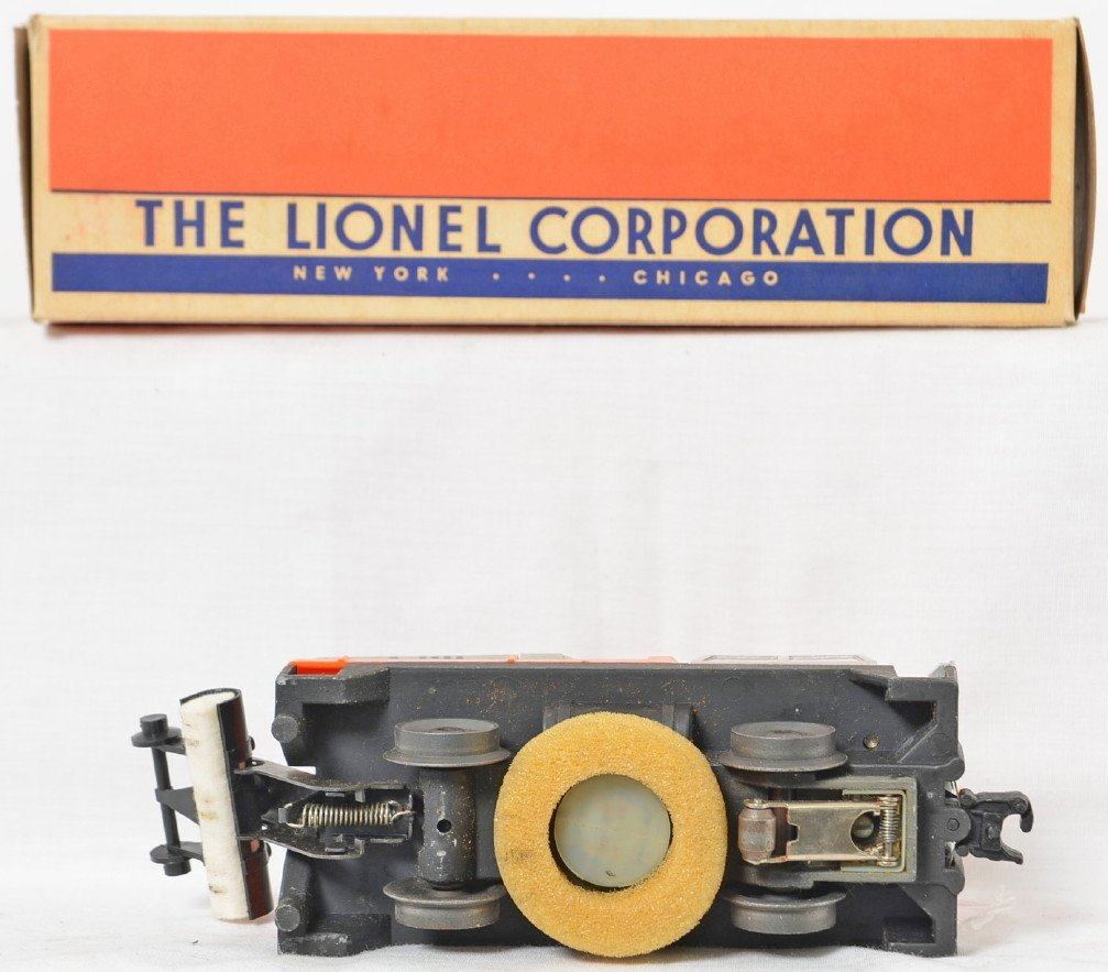 Lionel Postwar O gauge 3927 track cleaning car in OB - 4