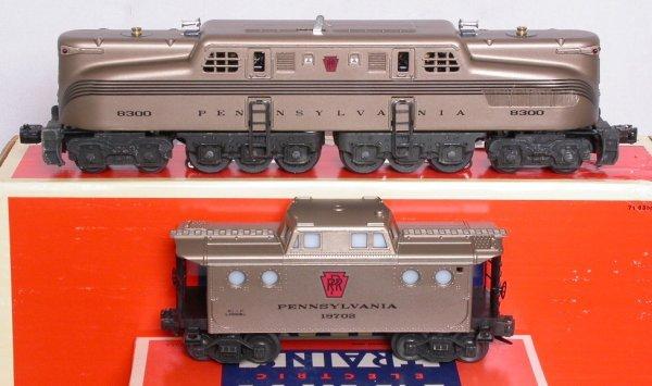 21: Lionel 18300 mint gold PRR GG1, 19702 caboose