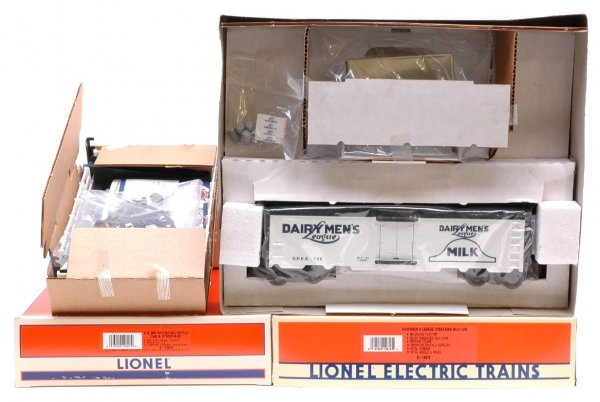 1014: Lionel 19818 and 19828 MINT Boxed