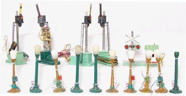 12: Lot of American Flyer S gauge accessories