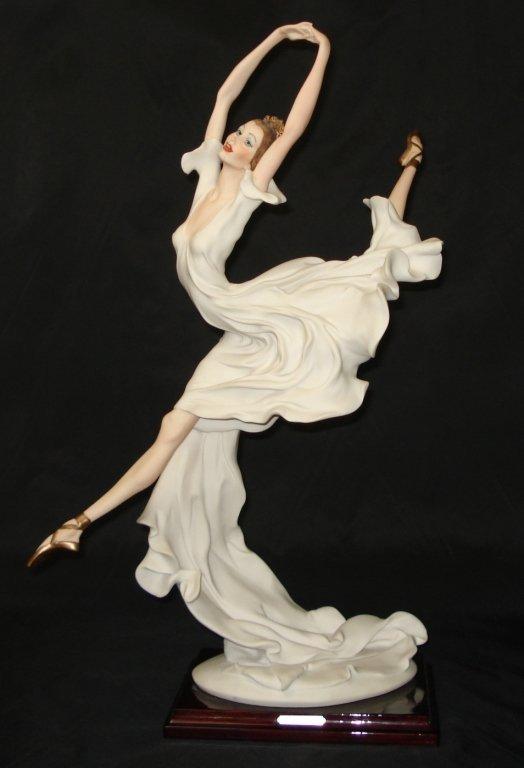 1005: Giuseppe Armani Figurine