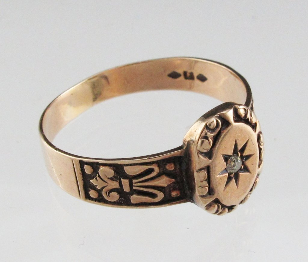 Lady's Gold Victorian Ring with Small Diamond