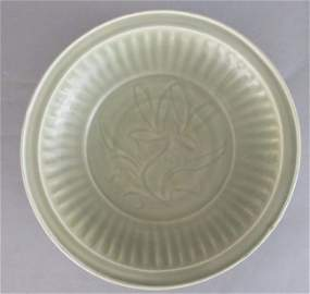 Chinese Large fine late Song Dynasty celadon dish