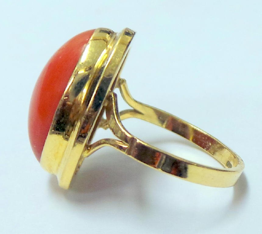 18K Ring with Solitaire Cabochon Coral - 2