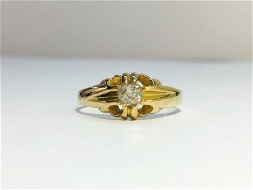 A Victorian Gypsy Set Diamond Ring with 18ct Yellow