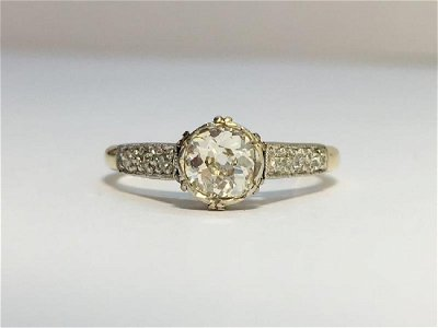 A Victorian Solitaire Diamond Ring with 18ct Yellow