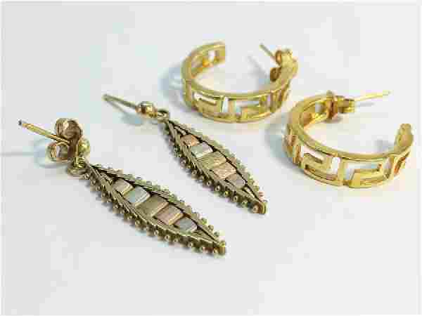 Two pairs of gold earrings. A pair of 18ct gold hoops