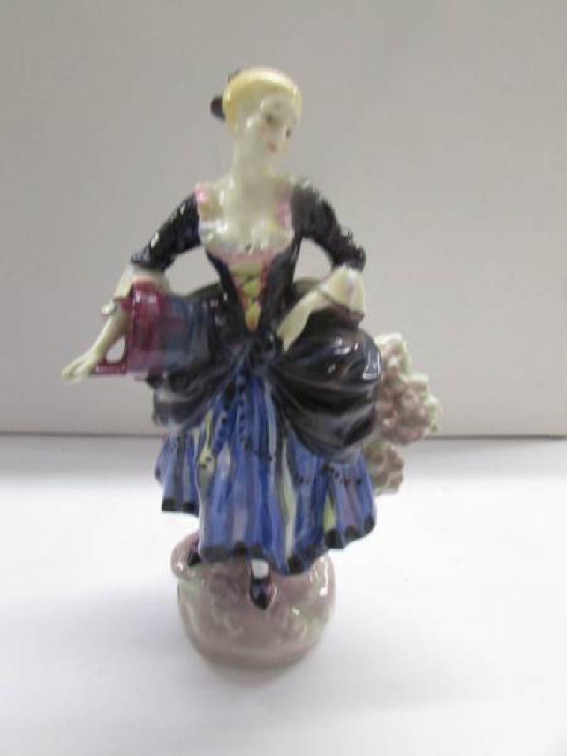 4 Royal Doulton figurines being Shepherdess HN735 - 6