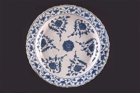 A blue and white Iznik tazza