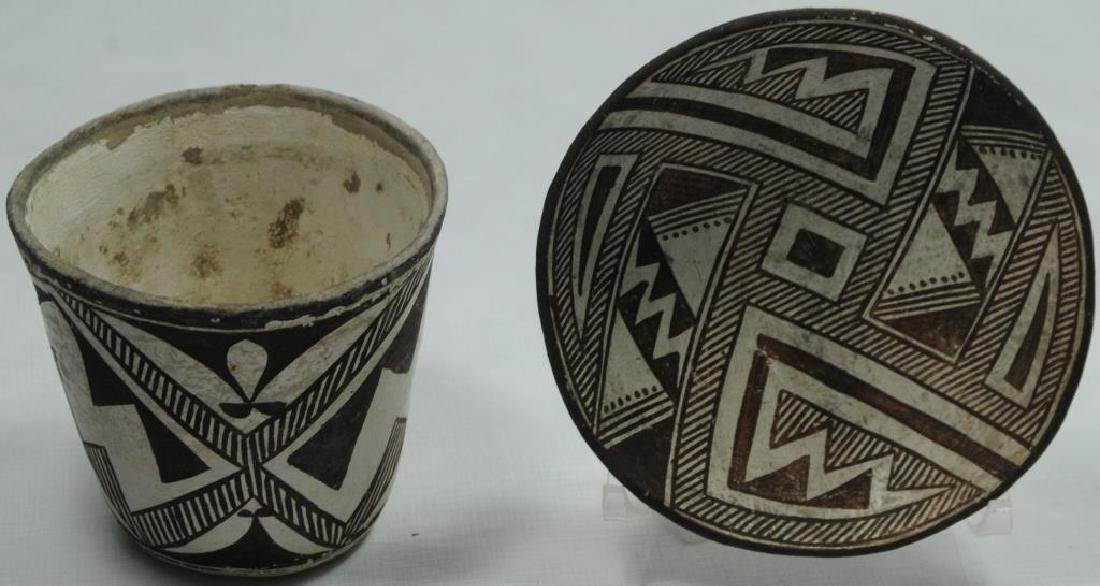 LOT OF 2 POTTERY ITEMS TO INCLUDE A POTTERY CUP,