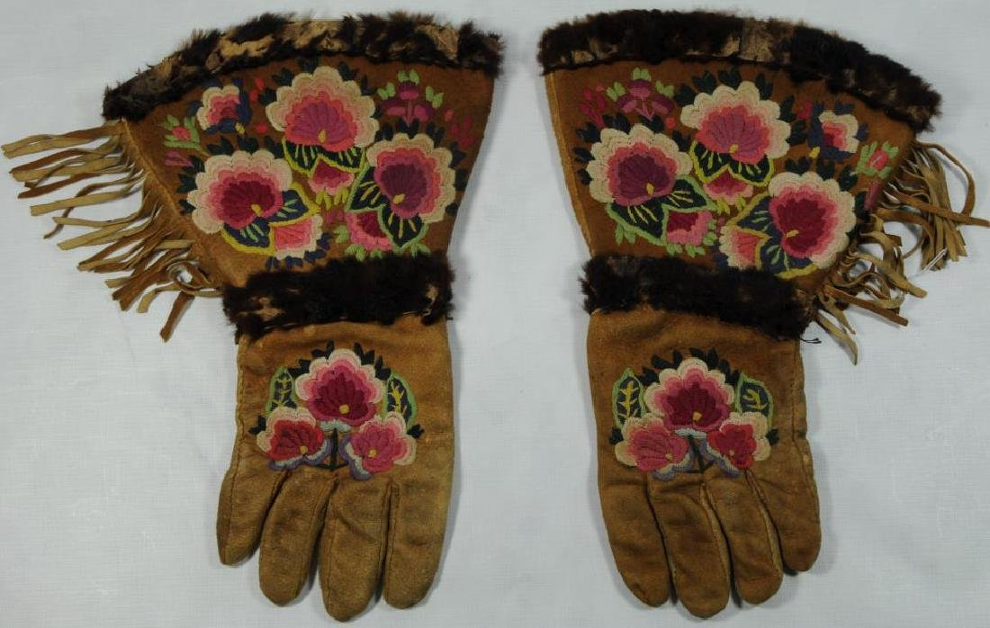 PAIR OF WOODLANDS, LADIES LEATHER GAUNTLETS WITH