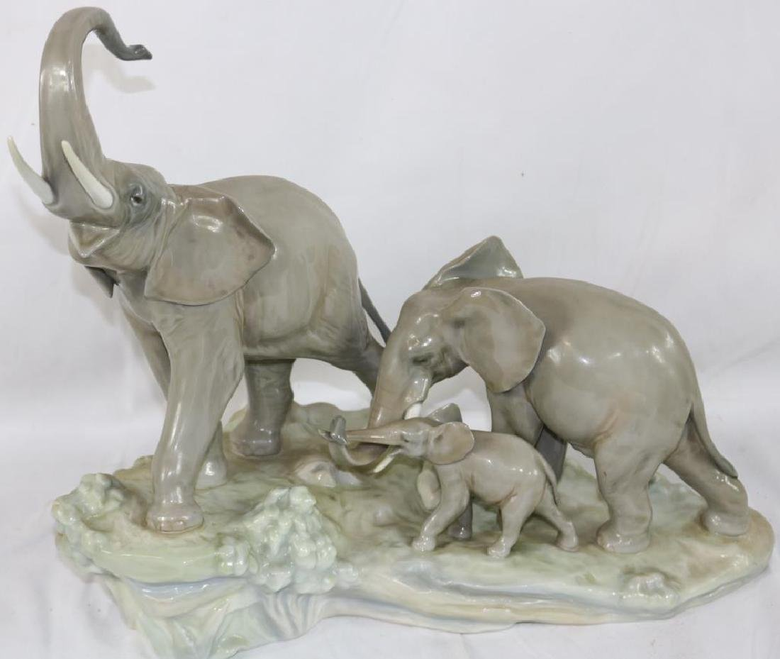 LLADRO FIGURE DEPICTING FAMILY OF ELEPHANTS,