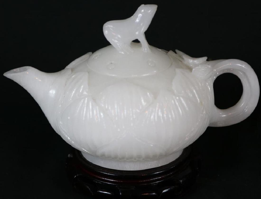 CARVED WHITE JADE TEAPOT WITH FROG FINIAL ON