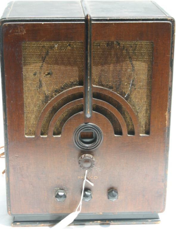 4: PHILCO TOMBSTONE RADIO MODEL 66