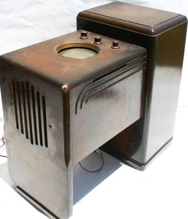 6: ZENITH ARMCHAIR CONSOLE RADIO MODEL 5-S-237
