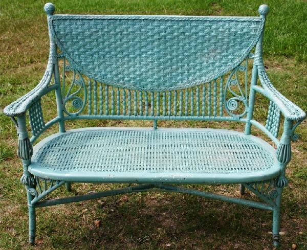 20: ORNATE VICTORIAN WICKER SETTEE WITH