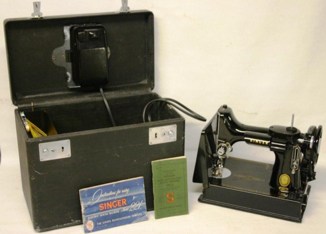 5: SINGER MODEL 221 FEATHERWEIGHT SEWING MACHINE,