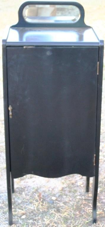10: MIRRORED BACK MUSIC STAND WITH BLACK