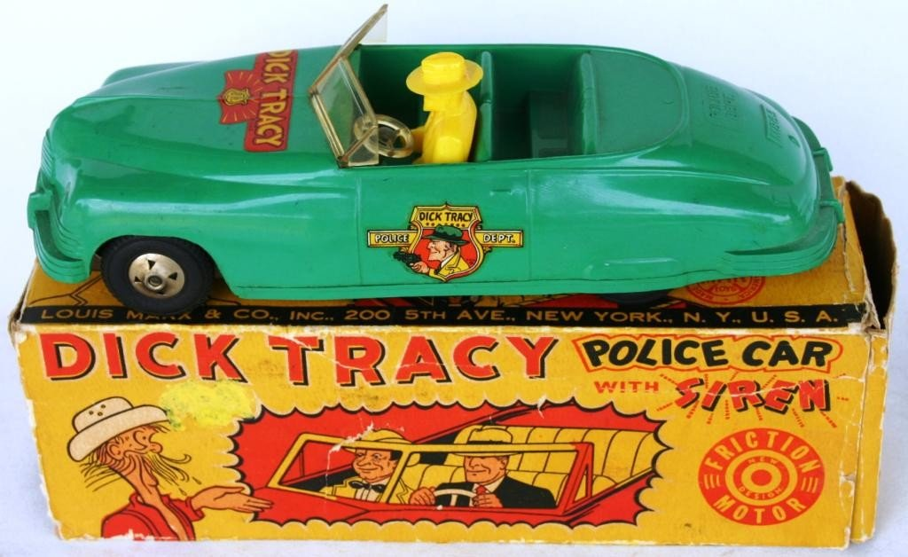12: MARX MOLDED PLASTIC DICK TRACY CAR WITH