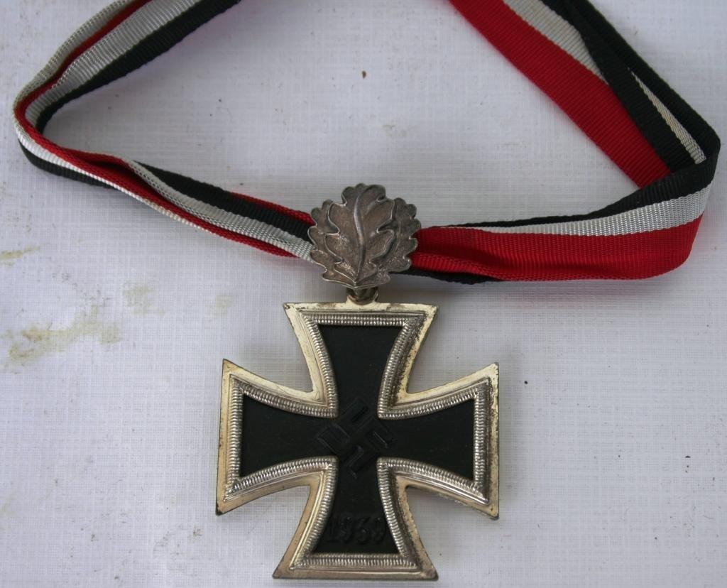 122: WWII GERMAN KNIGHTS CROSS WITH OAK LEAVES,