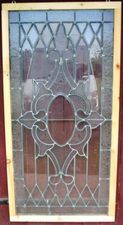 2: FROSTED CLEAR & BEVELED LEADED WINDOW