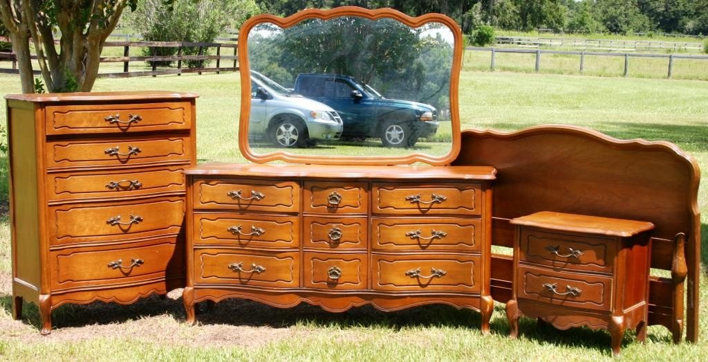 5: 5 PC. FRENCH STYLE BEDROOM SET TO INCLUDE