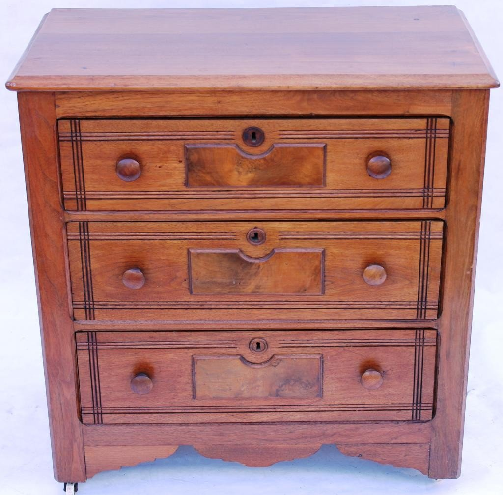 15: VICTORIAN WALNUT 3 DRAWER CHEST WITH