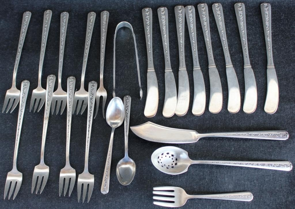 262: 23 PCS. OF TOWLE STERLING FLATWARE,