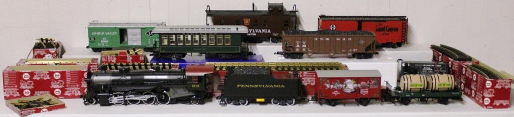 9: CONTEMPORARY LARGE SCALE TRAIN SET,