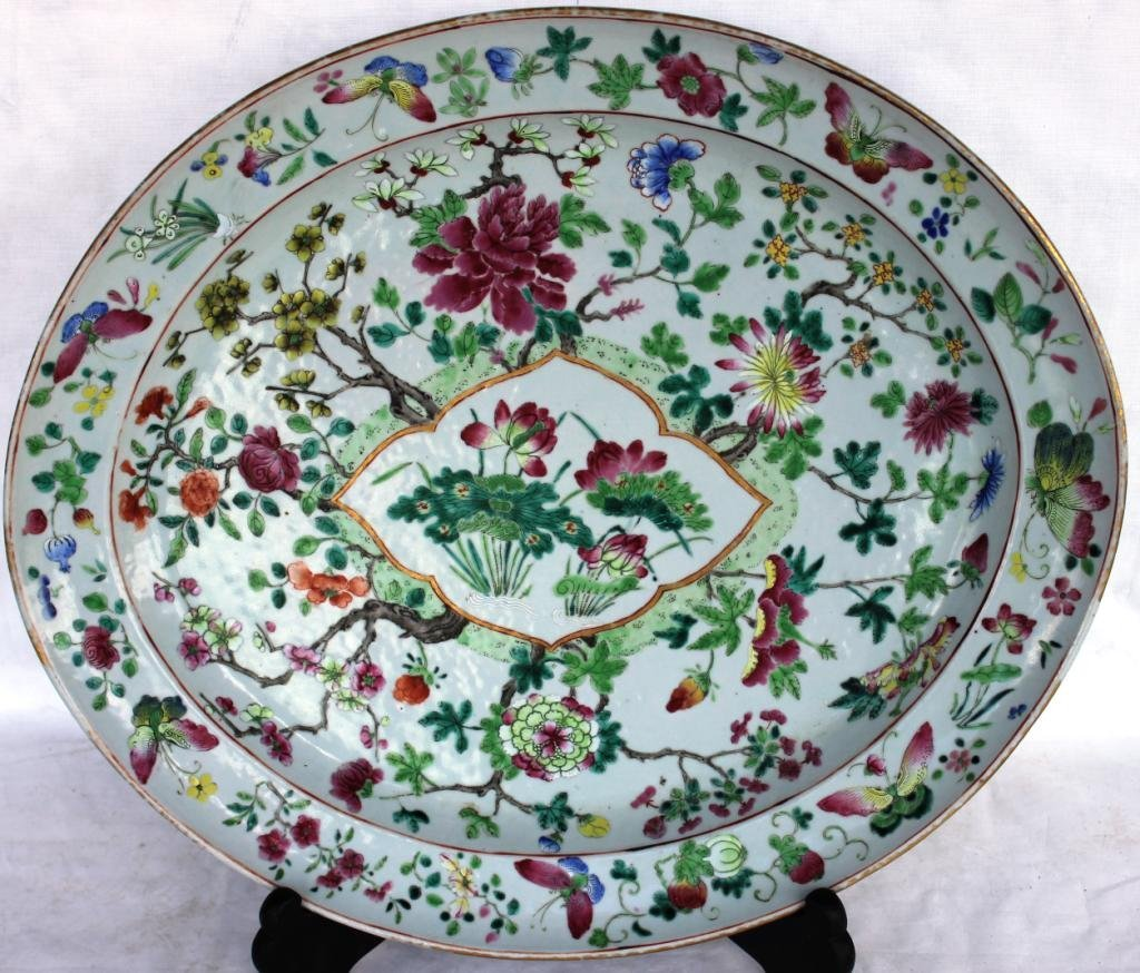 106: LARGE EARLY CHINESE EXPORT PLATTER,