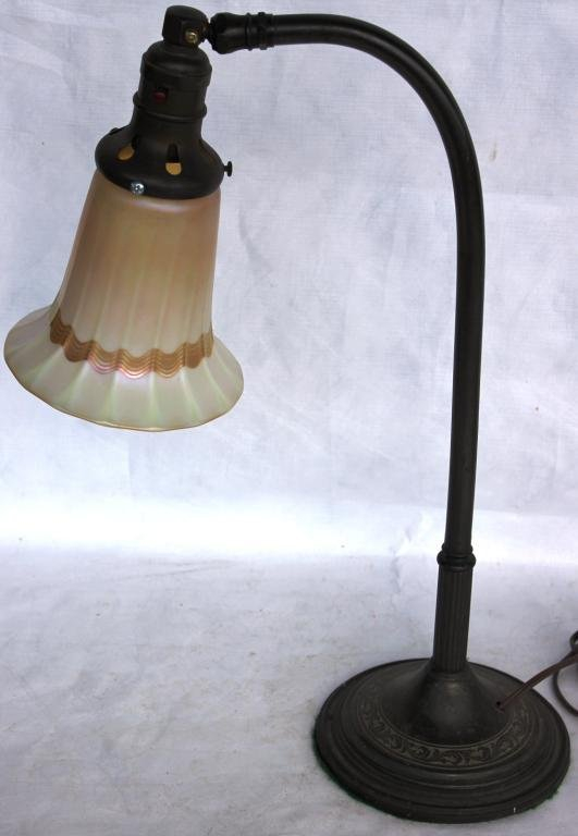 124: OLD GOOSENECK METAL TABLE LAMP WITH
