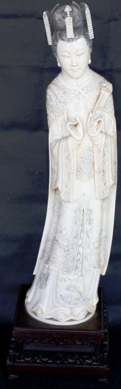 126: LARGE ORIENTAL CARVED IVORY FIGURE OF