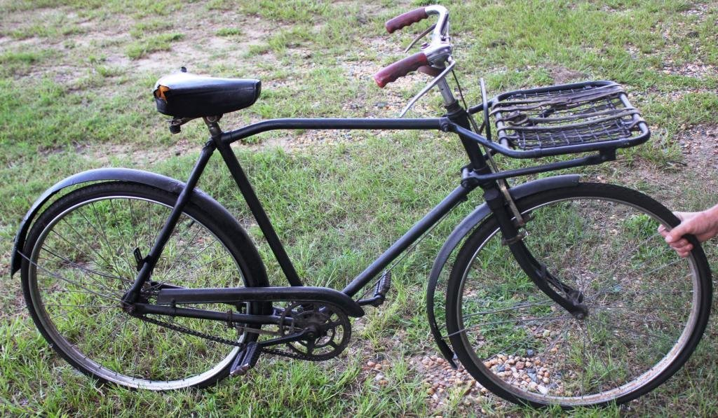 4: EARLY 20TH C. MEN'S BIKE, WITH FRONT LUGGAGE RACK,