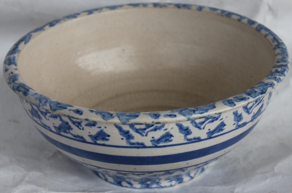 SMALL BLUE SPONGEWARE BANDED BOWL,