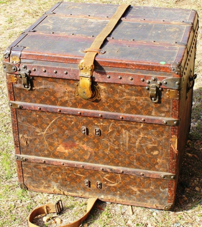 VINTAGE LOUIS VUITTON TRUNK IN AS FOUND CONDITION,