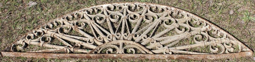 IRON ARCH TOP WINDOW GRATE