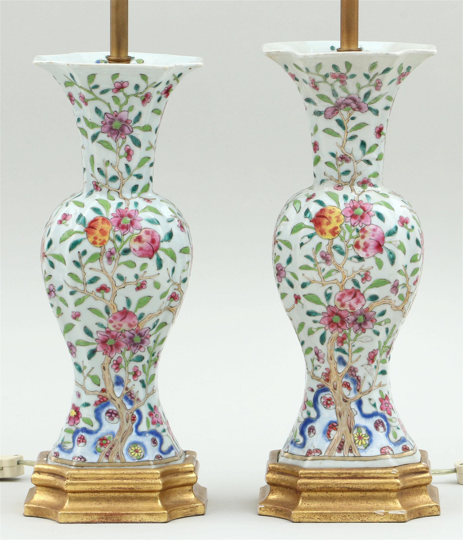 Pair of 18th/19th century Chinese export vases